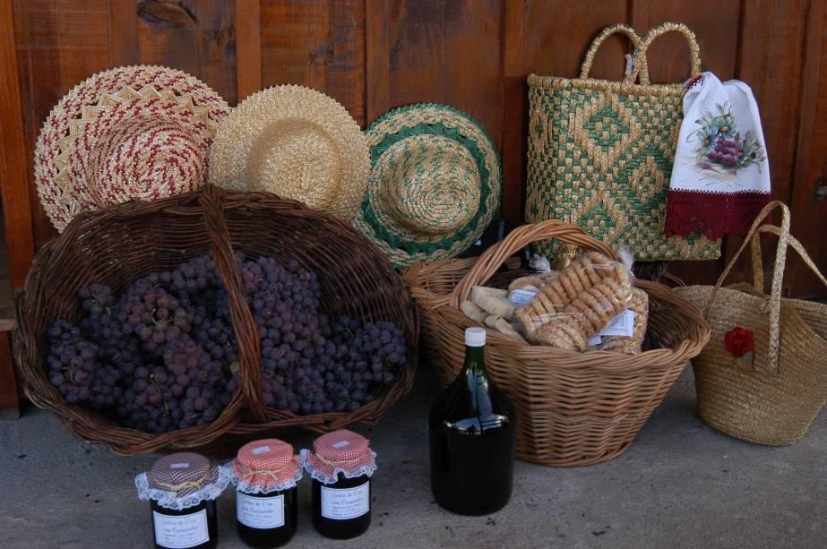A Região do vale dos vinhedos vai além da produção de vinho. Objetos e alimentos artesanais são boas lembranças para levar para os amigos.