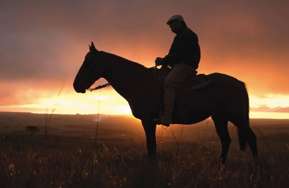Um passeio a cavalo pode ser organizado em fazendas ou na região dos cânions.
