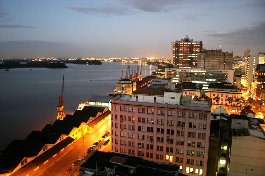 Na região central (às margens do Guaíba) construções históricas, museus e centros culturais reforçam o ar culto de Porto Alegre (RS)