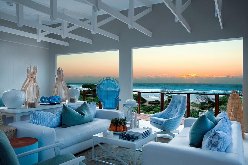 A vista de um dos salões do hotel, para ler um livro, dar um relax...