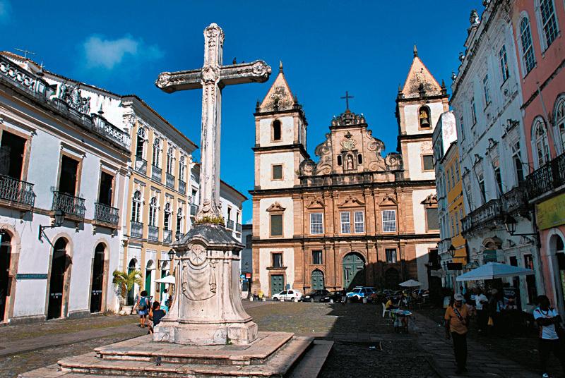 Construída com recursos do rei de Portugal e esmolas dos fiéis, a Igreja e Convento de São Francisco, em Salvador, é a maior representante do barroco da Bahia e um dos mais importantes do país