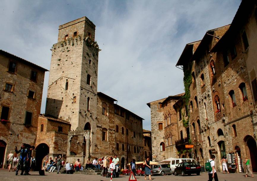 Torres de San Gimignano dominam a típica paisagem; por causa de seu skyline exótico, a vila no meio da Toscana também é carinhosamente apelidada de Manhattan medieval