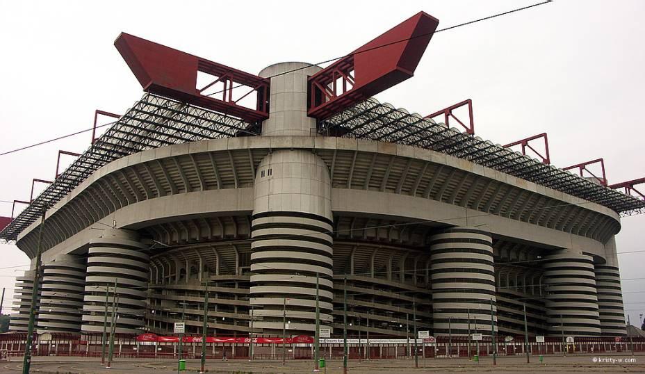 O estádio San Siro/Giuseppe Meazza é a casa dos poderosos times do Milan e da Internazionale de Milão