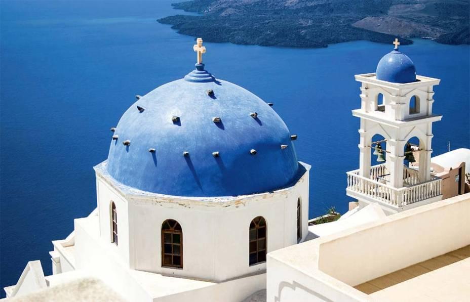 Santorini em vários tons de azul