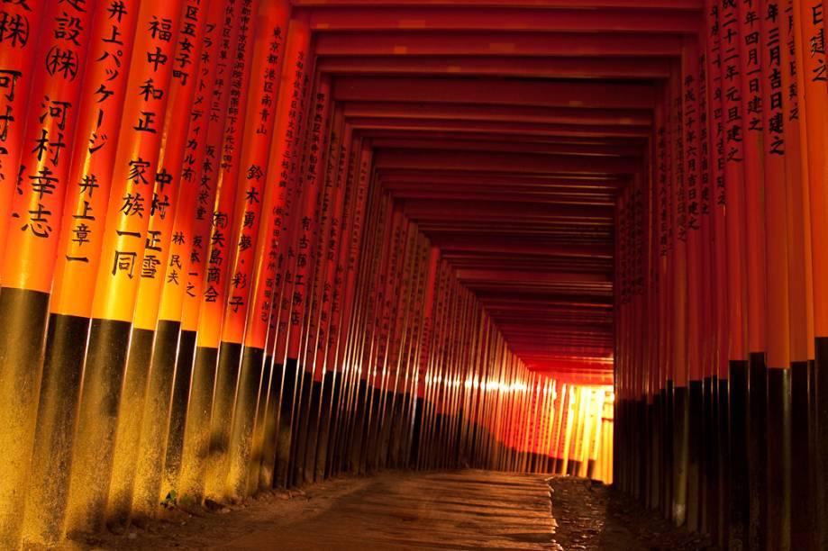 Uma das principais e mais chamativas características do Fushimi Inari Taisha é uma sequência interminável de portões <em>torii</em>