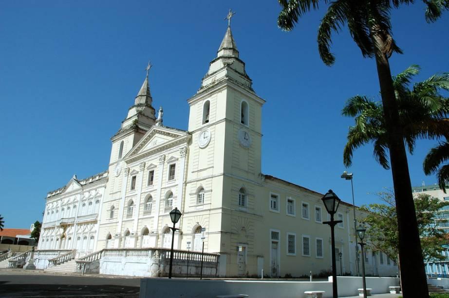 """Construída por jesuítas, a <a href=""""http://viajeaqui.abril.com.br/estabelecimentos/br-ma-sao-luis-atracao-catedral-da-se"""" rel=""""Catedral da Sé"""" target=""""_blank"""">Catedral da Sé</a> em <a href=""""http://viajeaqui.abril.com.br/cidades/br-ma-sao-luis"""" rel=""""São Luís (MA)"""" target=""""_blank"""">São Luís (MA)</a>, é uma homenagem a Nossa Senhora da Vitória, protetora dos portugueses nas batalhas contra o exército francês em São Luís"""