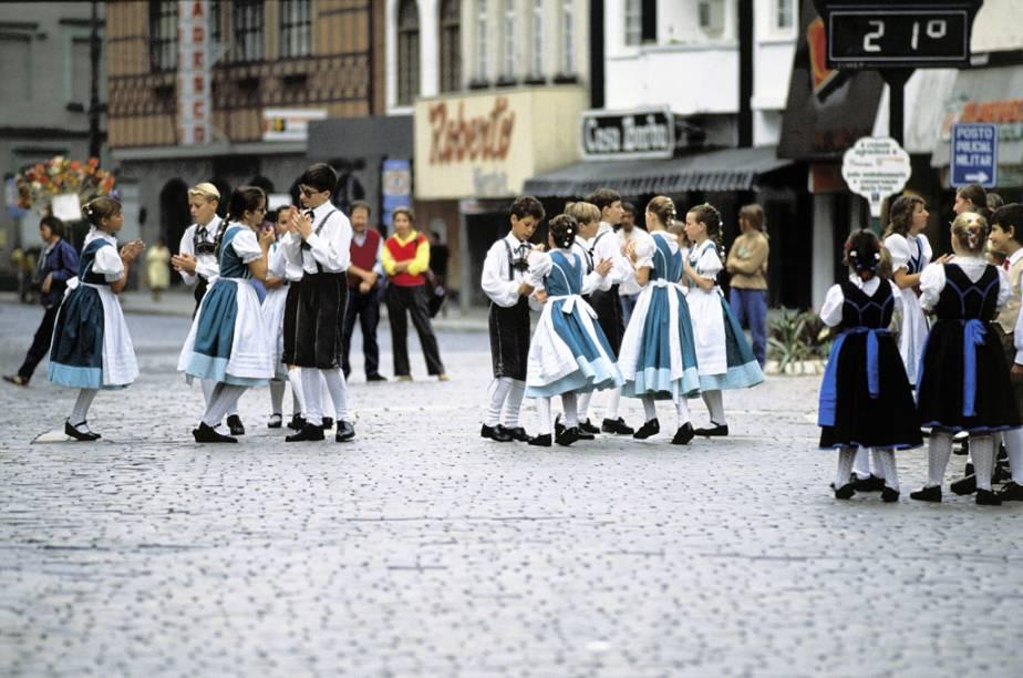 Em Blumenau (SC) a herança da imigração alemã é visível nas construções, nas festas típicas e no apreço dos moradores pela culinária e por uma boa cerveja