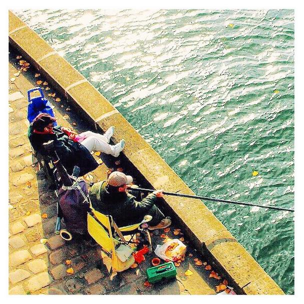 Sempre teremos Paris, o Sena e as pessoas pescando no fim de tarde... Inveja.