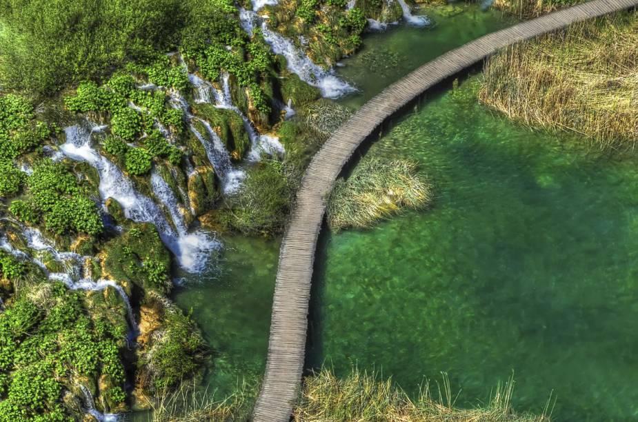 Algumas áreas do Parque Nacional dos Lagos de Plitvice podem ser visitadas durante o verão, enquanto outras ficam fechadas para o público no inverno