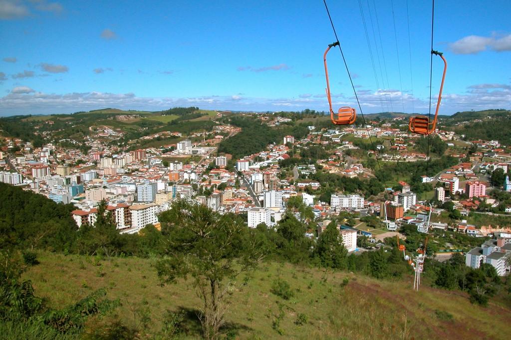 Serra Negra tem teleférico e hotéis para ir com bichos / Divulgação
