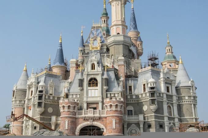 Shanghai_Disneyland_Castle.