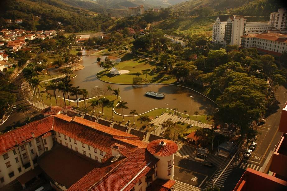 Águas de Lindóia (SP) tem um dos balneários mais visitados do Circuito das Águas Paulista. É um lugar para relaxar e tomar um banho aromático de vinho, rosas e chocolate