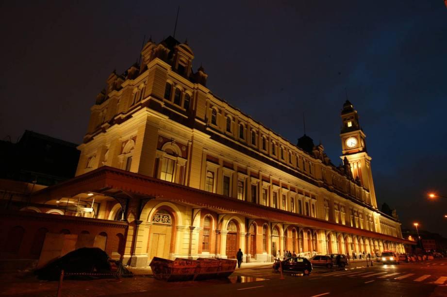A Estação da Luz foi concluída em São Paulo (SP) em 1901. Construída com estrutura metálica inglesa, abriga o Museu da Língua Portuguesa, e é o ponto de partida para o Expresso Turístico