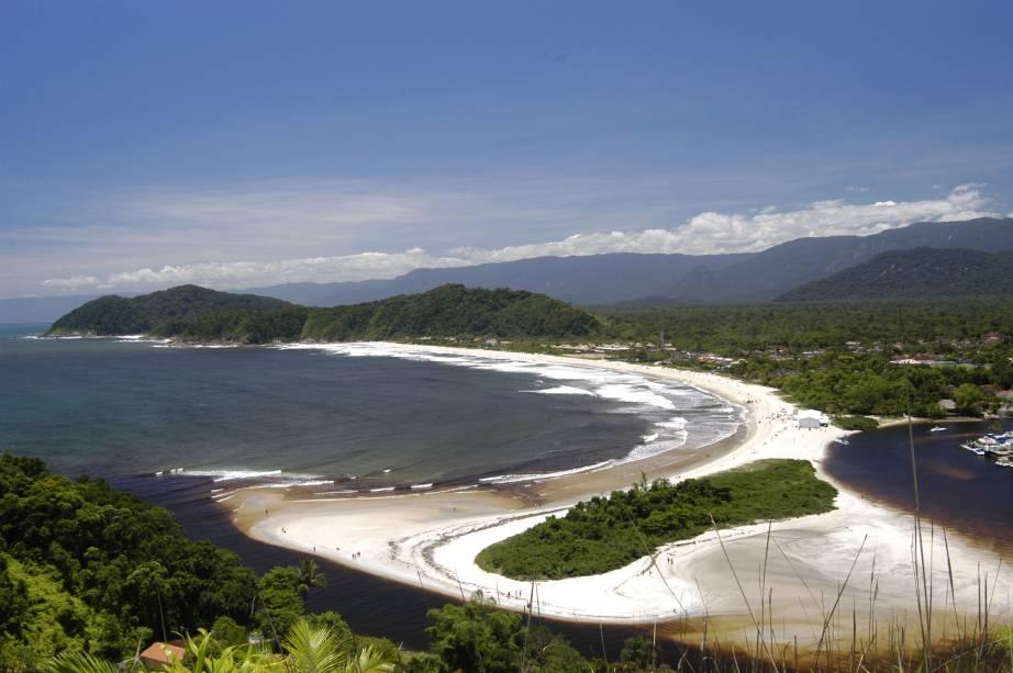 No litoral de São Sebastião (SP) estão as praias mais badaladas do Estado. Na Praia da Barra do Una as barracas servem petiscos e caipirinhas para um público bem família