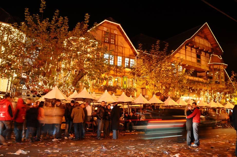 É no inverno que Campos do Jordão (SP) floresce. Em julho o já famoso desfile de botas, casacos e carros importados é frequente em frente à Cervejaria Baden Baden, na Vila Capivari