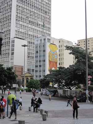 Painel dos Gêmeos no centro de São Paulo: urra meu, que saudades disso tudo!