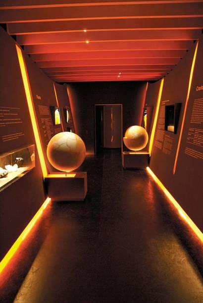 Localizado no Palácio das Indústrias, o Museu Catavento, em São Paulo (SP), é dividido em quatro grandes temas (Universo, Vida, Engenho e Sociedade). Rico em recursos audiovisuais, é um espaço interativo e muito bem planejado, diverte adultos e crianças e torna o aprendizado muito mais interessante.