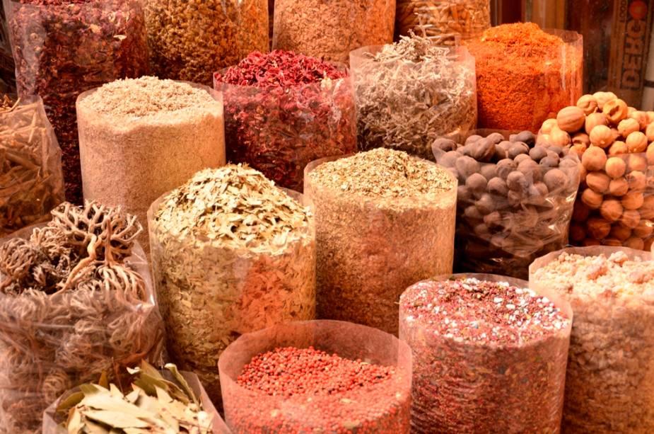 Incensos, pimentas, aromatizantes: o mercado de especiarias de Deira é um teste para os sentidos