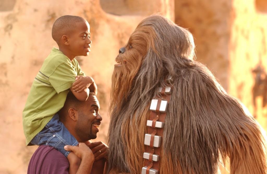 Tire uma foto com o Chewbacca no Disney's Hollywood Studios (Foto: divulgação)