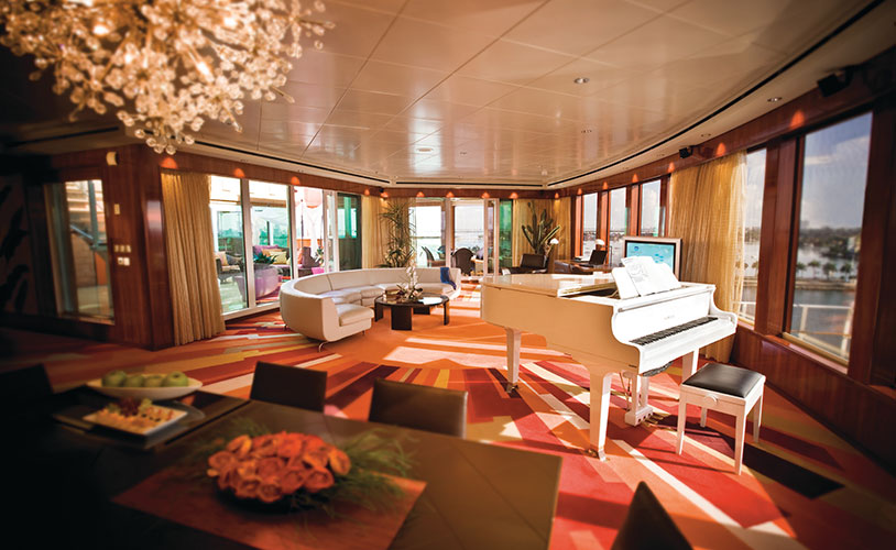 Foto da mais luxuosa acomodação, com serviço de mordomo 24 horas e até um terraço privado. (Foto: Divulgação)