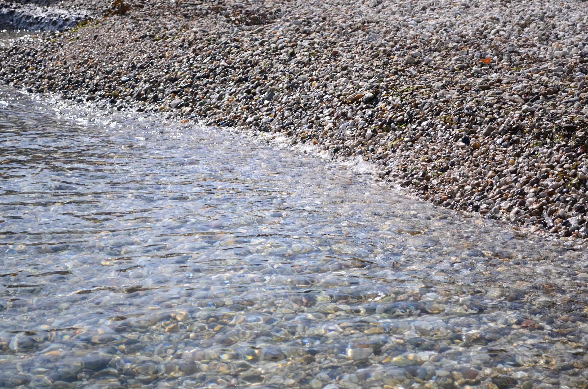 Pedrinhas e água transparente, o espírito da coisa