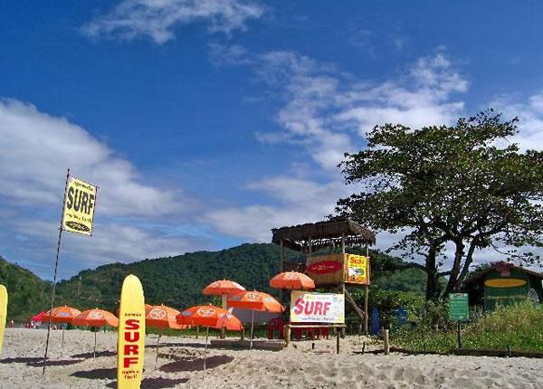 Escola Zecão de Surf, em Itamambuca, Ubatuba (SP)