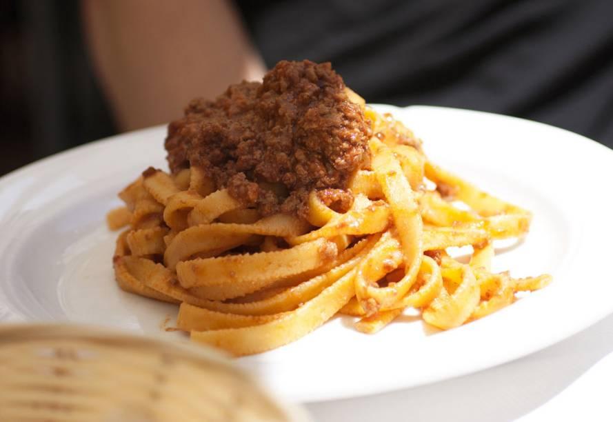 Ao invés de um espaguete a bolonhesa, peça aqui um tagliatelle al ragù. Você levará uma massa maravilhosa e ainda não receberá um olhar torto do garçom