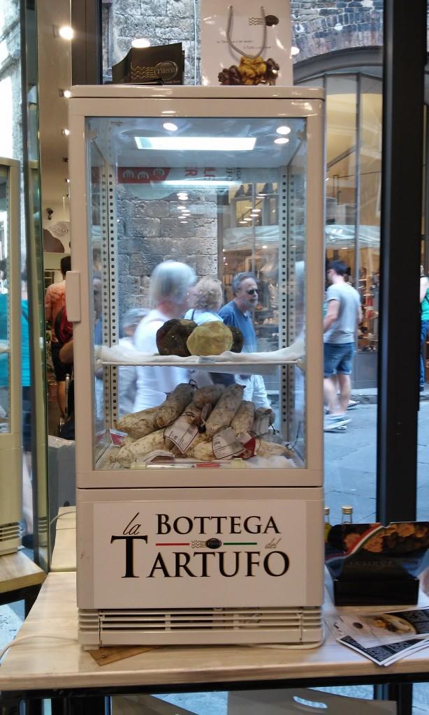 Trufas na La Bottega del Tartufo, loja em Siena e Lucca / Bruno Favoretto