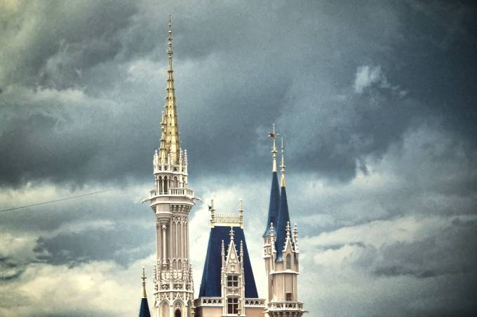 Tempestade sobre o castelo da Cinderela no Magic Kingdom, na Disney de Orlando (foto: praline3001/Flickr/creative commons)