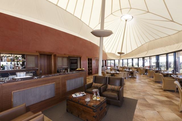 """A """"tenda"""" principal, onde há um restaurante, um lounge e uma biblioteca"""