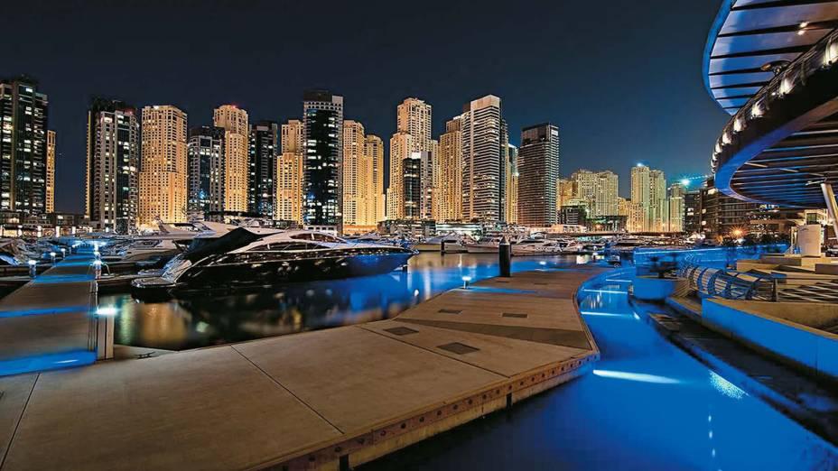 """The Walk, calçadão em torno da marina, em <a href=""""http://viajeaqui.abril.com.br/cidades/emirados-arabes-unidos-dubai"""" rel=""""Dubai"""" target=""""_blank"""">Dubai</a>"""