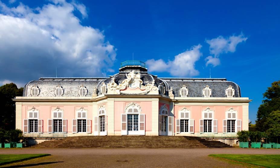 O parque Benrather Schloss tem um château lindo, perfeito para os viajantes de Düsseldorf, na Alemanha