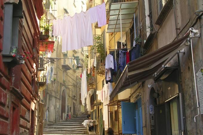 Rua de Nápoles, Itália