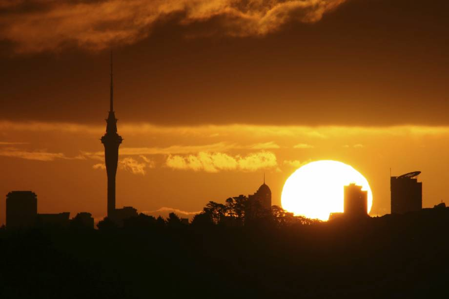 Em Auckland, é possível ver o pôr do sol na esquina do mundo a partir da Sky Tower, torre modernosa com nada menos que 328 metros de altura (é a edificação mais alta da Austrália)