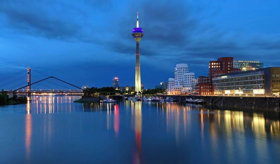 O charme noturno de Düsseldorf, na Alemanha