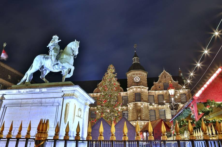 O mercado de Natal na cidade de Düsseldorf é tradicional - assim como em várias outras cidades alemãs