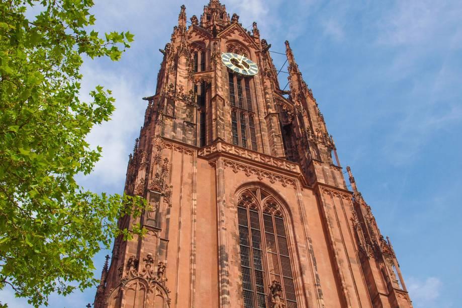 Na rota de roteiros religiosos, ideais para turistas que não dispensam uma atmosfera espiritualizada pra descarregar as energias, a Catedral de São Bartholomeu de Frankfurt é repleta de beleza, com belas obras de arte em seu interior