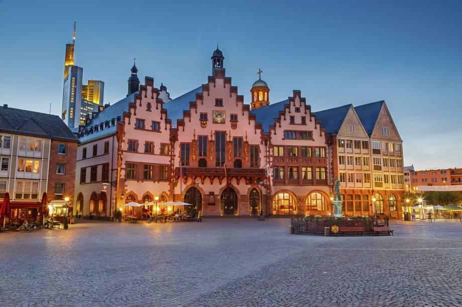Ao redor da região de Römemberg, ou Franfkurt Romer, há bons restaurantes, bares e lojinhas em meio a construções charmosas e únicas, que marcam a identidade diferenciada da Alemanha