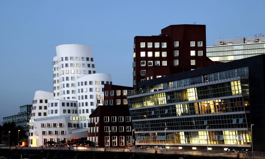 O bairro de Medienhaffen, em Düsseldorf, Alemanha, tem prédios do arquiteto Frank Gehry
