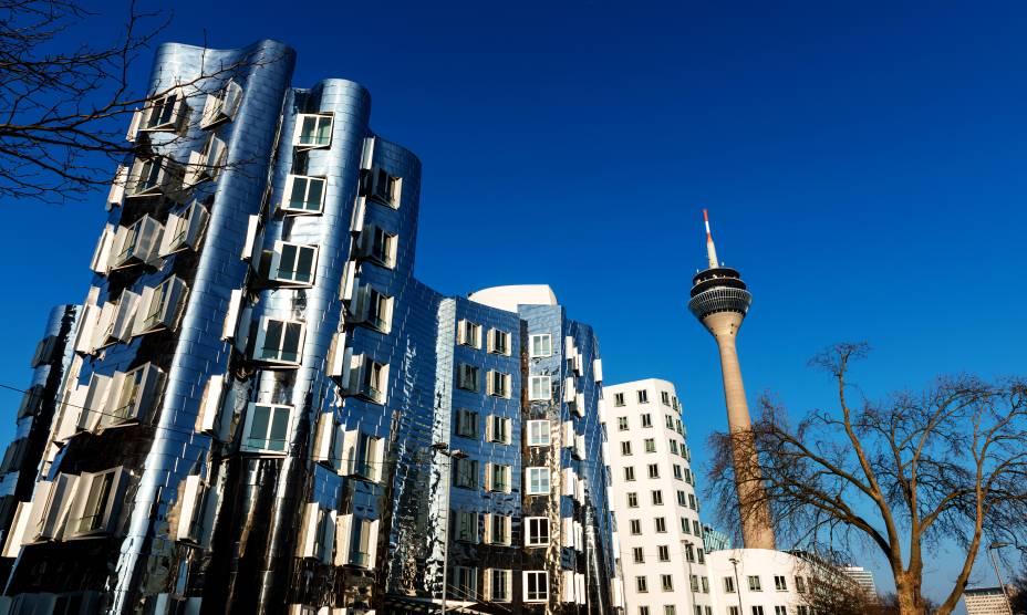 Prédios do arquiteto Frank Gehry marcam Medienhaffen, em Düsseldorf, Alemanha