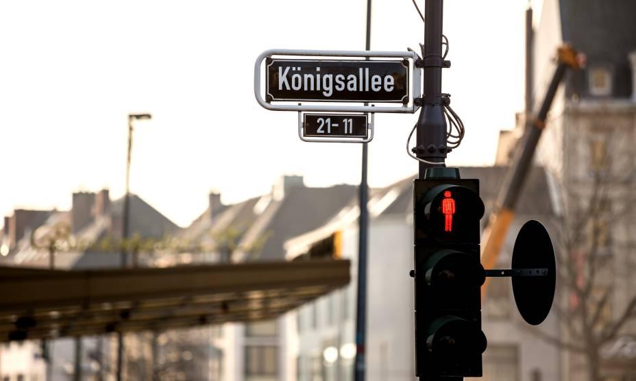 A Königsallee de Düsseldorf, na Alemanha, é ótima pra o turista que quer fazer compras