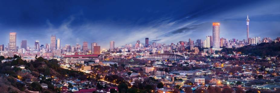 Johannesburgo pode ser mais cosmopolita do que você pensa; a cidade é o centro econômico da África do Sul e tem construções modernas e impressionantes