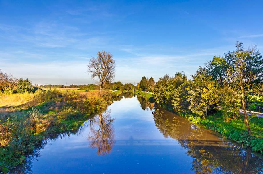 O lago de Nidda de Frankfurt teve seu curso alterado por séculos para atender às necessidades humanas. Fenômenos naturais acabaram reduzindo-o entre os anos 1920 e 1960. Hoje, ele totaliza aproximadamente 20 km de extensão