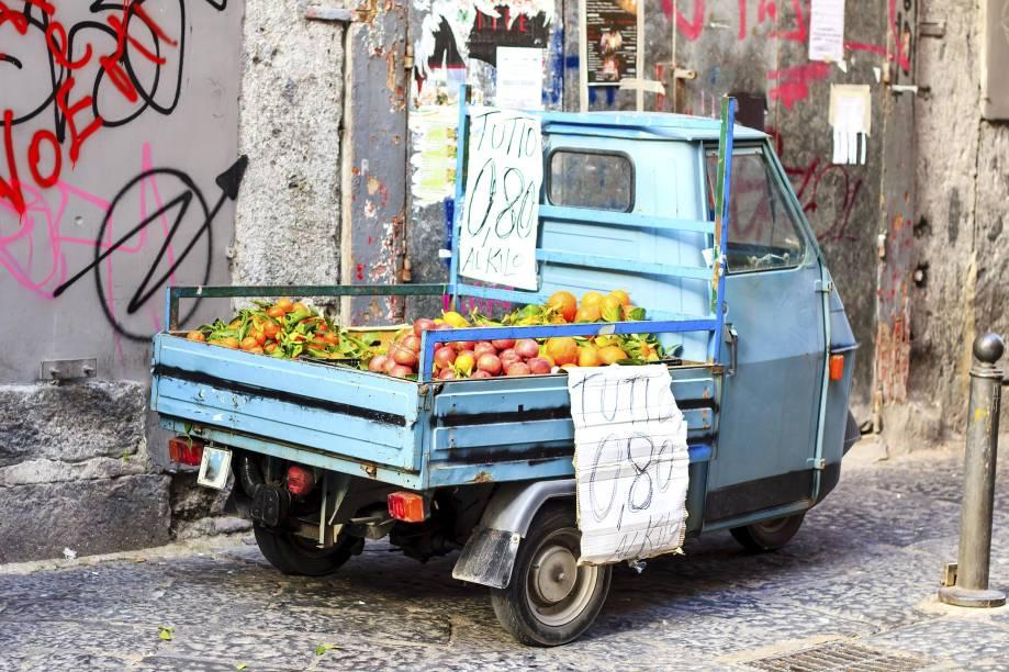 As ruas de Nápoles são a cara do sul da Itália: desgastadas e sujas; caminhar por elas é viver uma real experiência napolitana