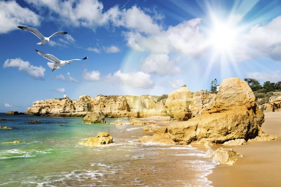 Praia dourada, no distrito de Faro