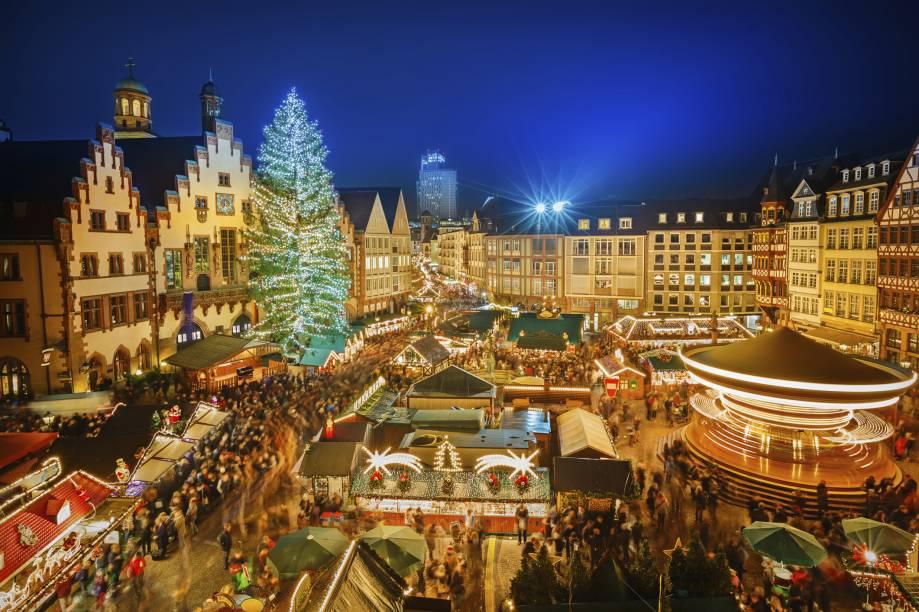 Durante as festividades natalinas, o Centro Histórico da Cidade Velha é tomado pelo comércio típico da data. As ruas ficam lindas e bem iluminadas com a decoração