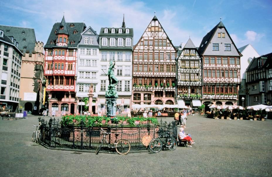 A região de Römemberg é uma das mais valorizadas da cidade, com casinhas históricas e extremamente charmosas que fazem a alegria do turista. A praça é um dos pontos mais movimentados do local