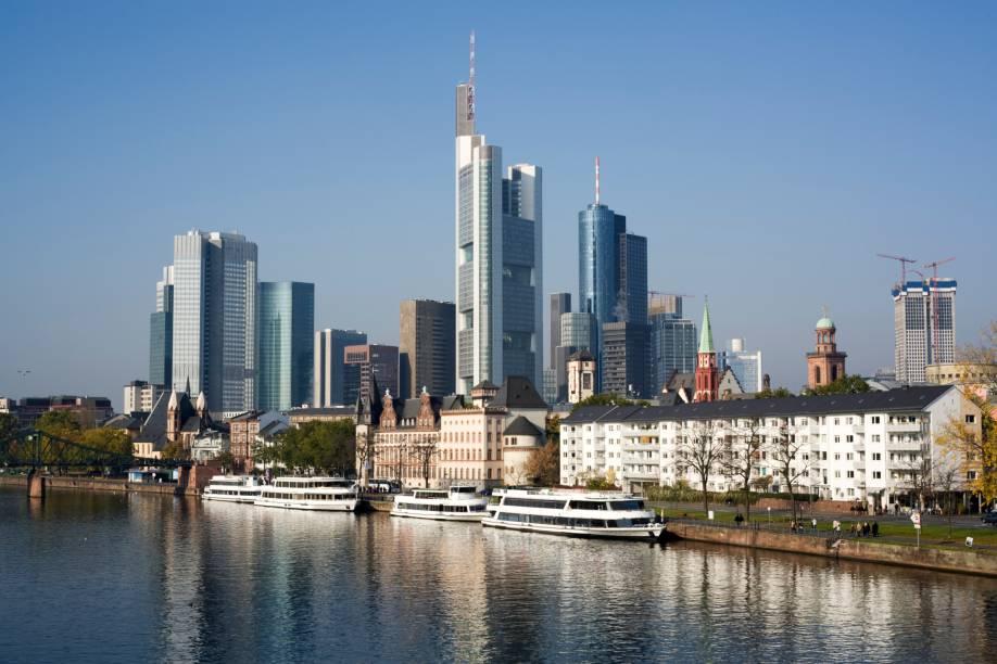 Com aproximadamente 700 mil habitantes, a cidade de Frankfurt é um dos pólos culturais e financeiros mais importantes da Alemanha