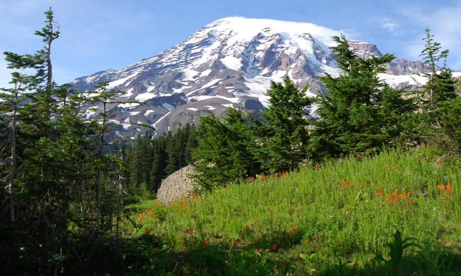 Nos arredores de Seattle (EUA), o Monte Rainier encanta os visitantes: ele fica a apenas uma hora da cidade