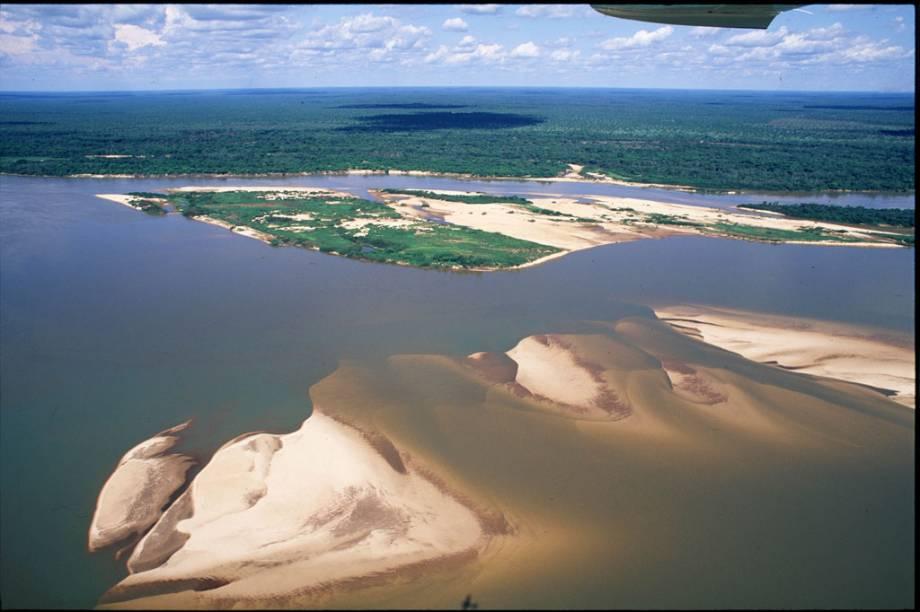 Outra maravilha do estado de Tocantins é a Ilha do Bananal, maior ilha fluvial do mundo, um santuário ecológico de acesso controlado que, entre setembro e março, tem 80% de sua área inundada pelas águas do Rio Araguaia